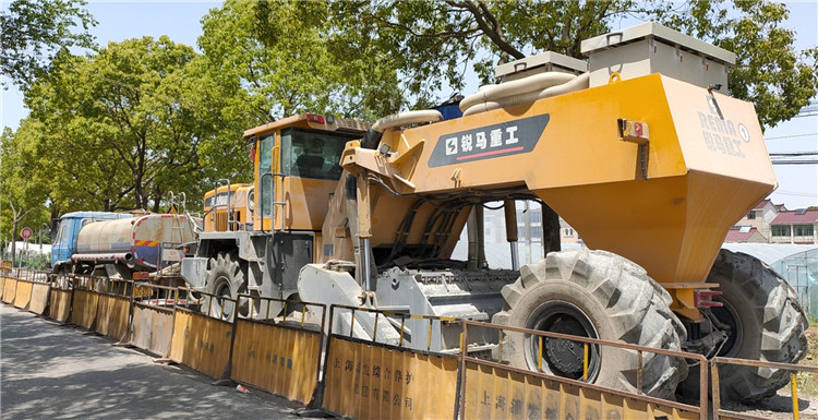 Shanghai Caoxin Highway Cement Pavement Crushing Project