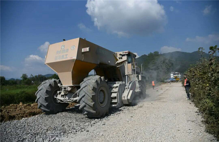 Jiangxi Yichun Provincial Highway Cement Pavement Crushing P